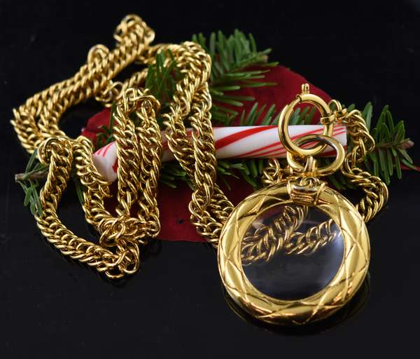 Chanel gold tone vintage necklace, 36