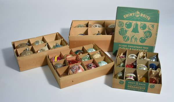 Good variety of antique and vintage Christmas ornaments, 38 pcs