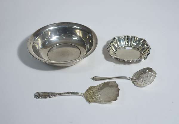 Sterling lot, Bigelow & Kennard sterling server along with other pieces including bowls, 4 pcs total, approx. 16 ozt
