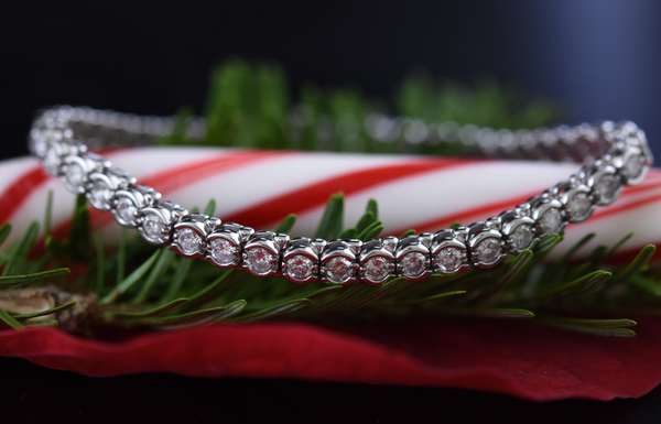 14k white gold and diamond tennis bracelet, 47 diamonds, approx. .075 each, approx. 3.3ctw