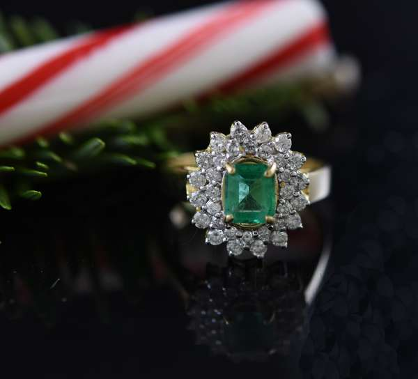 Emerald and diamond ring set in 14k gold approx. 1.5 ct emerald