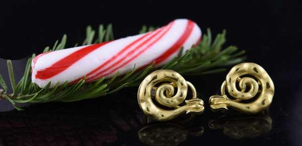 Pair of 18k snail pierced earrings, 15.4 grams