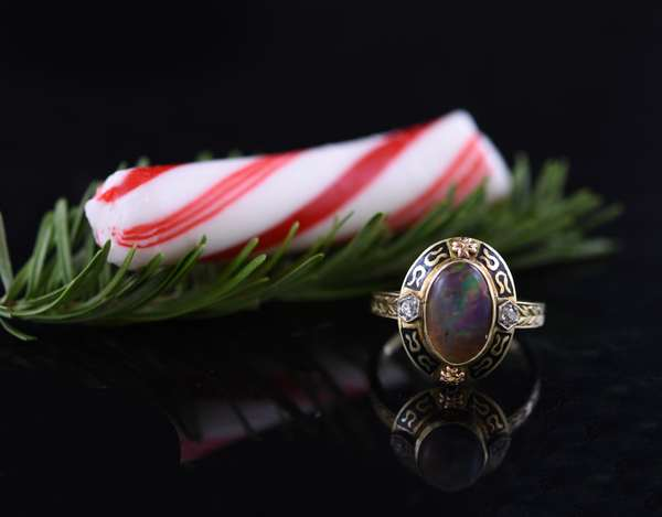 Antique gold opal ring, 3.7 grams