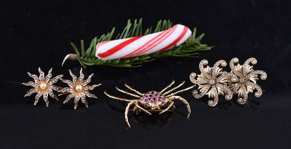 18k crab pin, 10.9 grams, along with two pairs of antique earrings