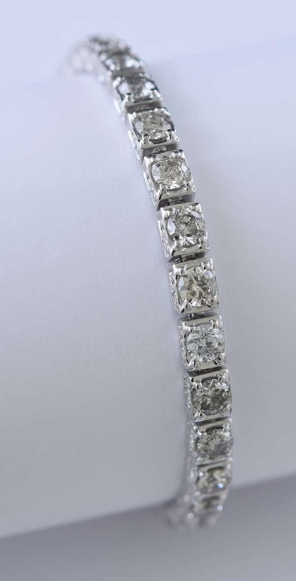 Lovely 14k white gold bracelet approx. 10 ctw diamonds, 7