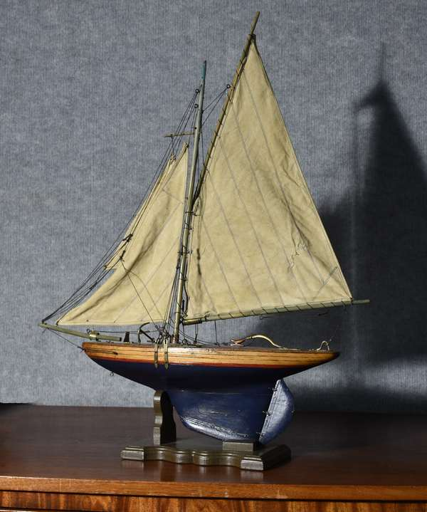 Good antique pond boat with original paint and sails, 24