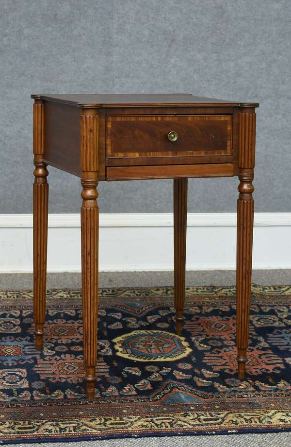 19th C. Federal MA mahogany cookie corner work stand with pull-out slide, banded inlaid drawer and reeded legs, 28.5