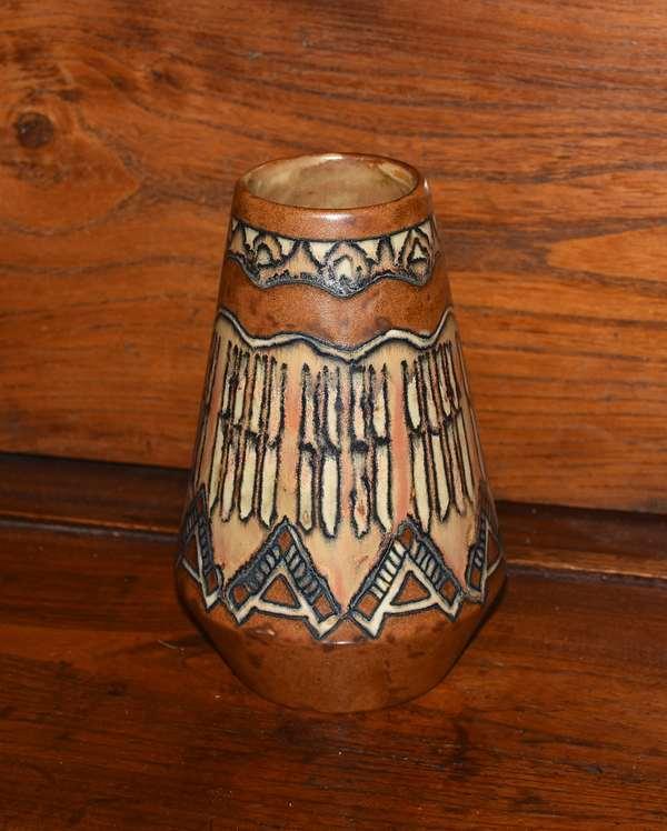 Art pottery vase signed Quimper Odetta (44-501)