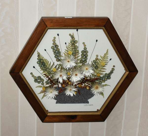 Hexagonal framed picture of bowl of daisies (900-2)