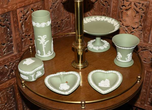 Five pieces Wedgwood green jasperware (900-29)