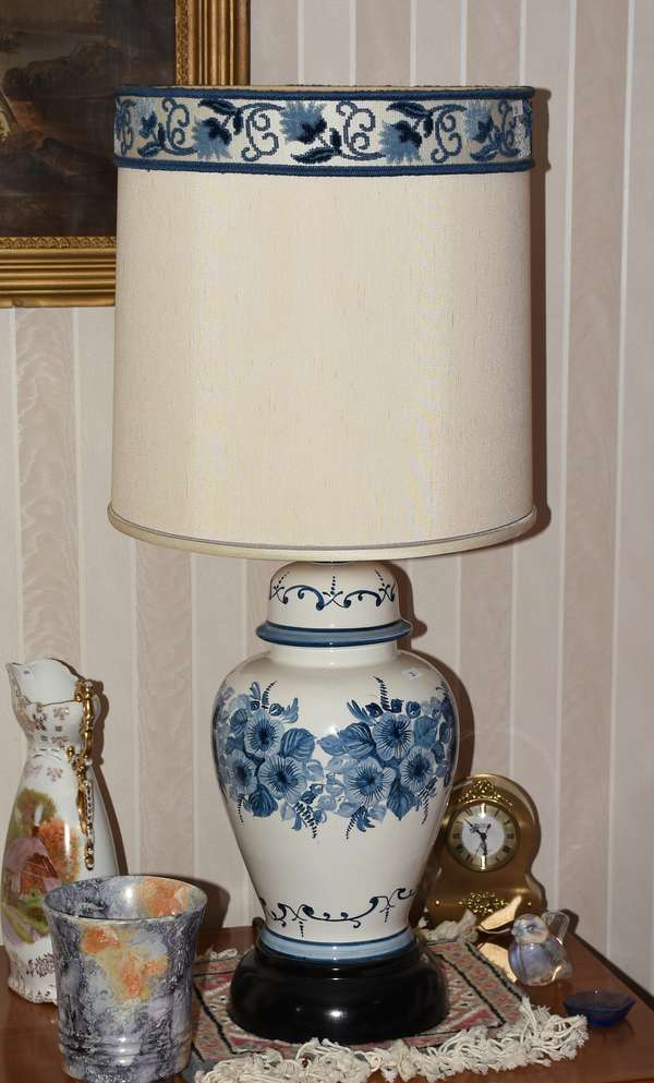 Blue floral band ginger jar style contemporary lamp (900-35)