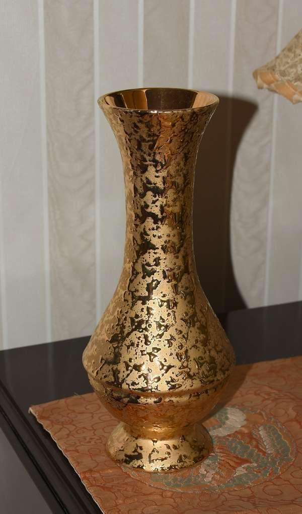 Stangl gold vase (900-48)