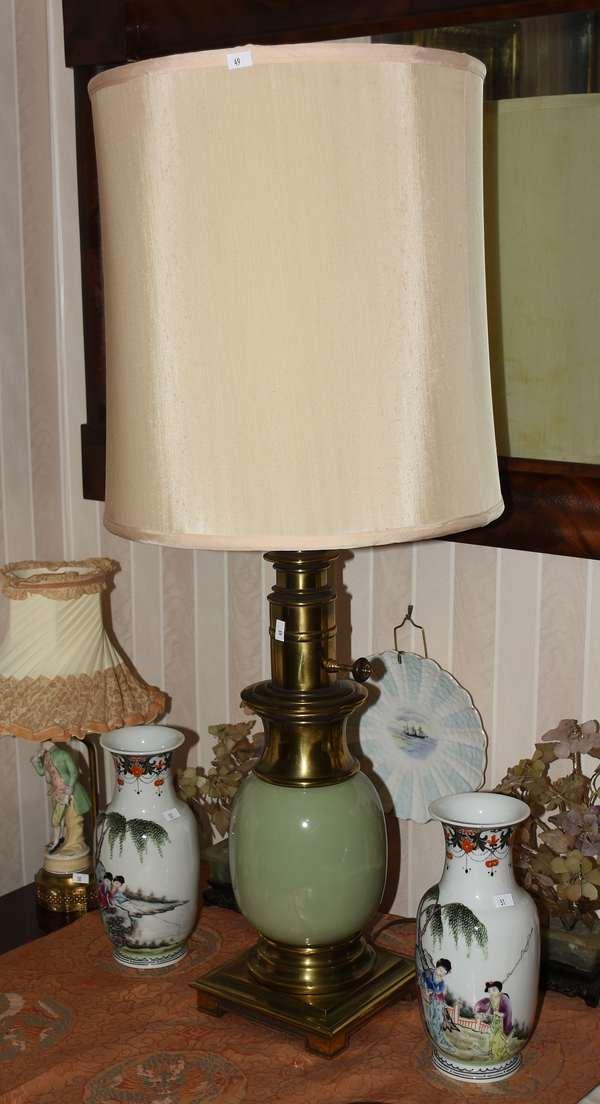 Contemporary vase lamp (900-49)