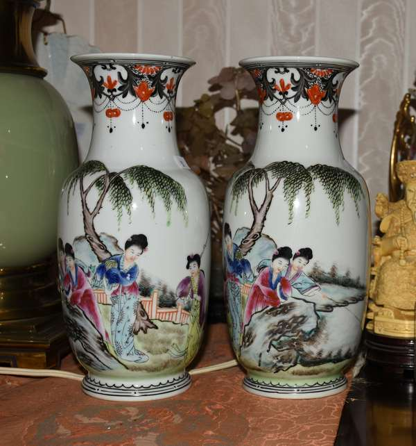 Blue and coral Oriental vase, pair contemporary (900-51)