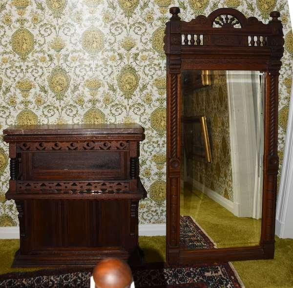 Black walnut vestibule mirrored stand (900-75)