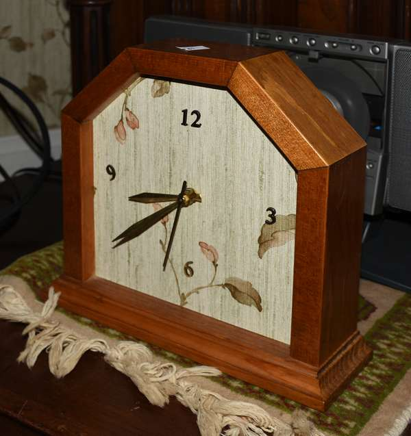 Contemporary clock (900-81)