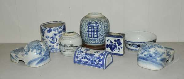 Grouping of eight blue and white Chinese/Japanese porcelain, ginger jars, slippers, etc. (475-66)