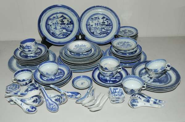 Assortment of Canton porcelain, approx. 70 pieces (475-69)