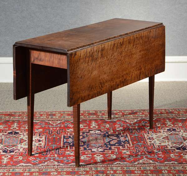 Good Federal Hepplewhite drop leaf table, tiger maple base with birdseye maple top, old color, ca.1800-1820, 29