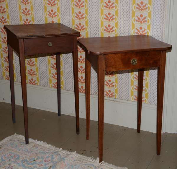 Two similar Hepplewhite New England one drawer stands, 29