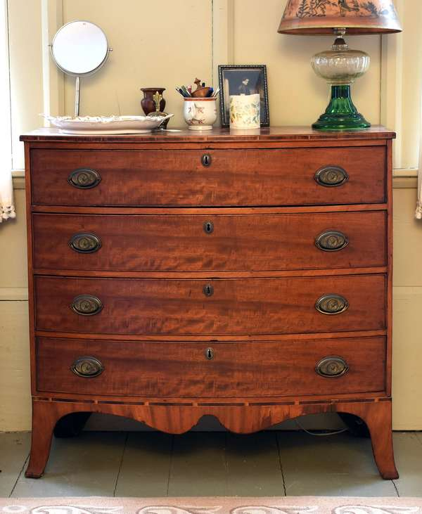 Fine Hepplewhite mahogany bow front four drawer chest with banded inlays, N.H. or MA. origin, ca.1800-1810, 38