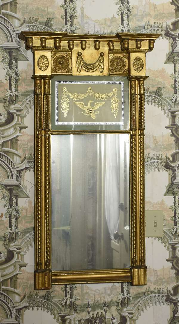 Fine Federal gilt eglomise wall mirror with the Federal eagle tablet with drapes and swags, 40