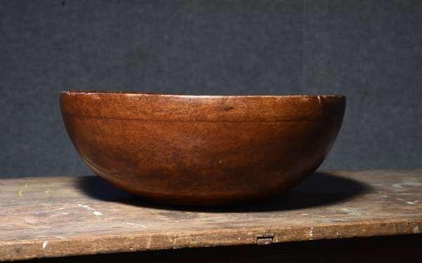 Large 18th C. burl wood bowl, old color, 17