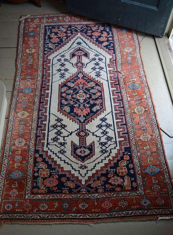 Oriental scatter rug, 3'10