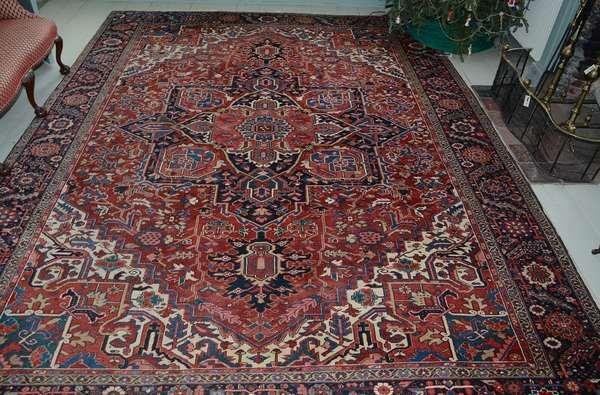 Oriental room size Heriz rug, 9'6