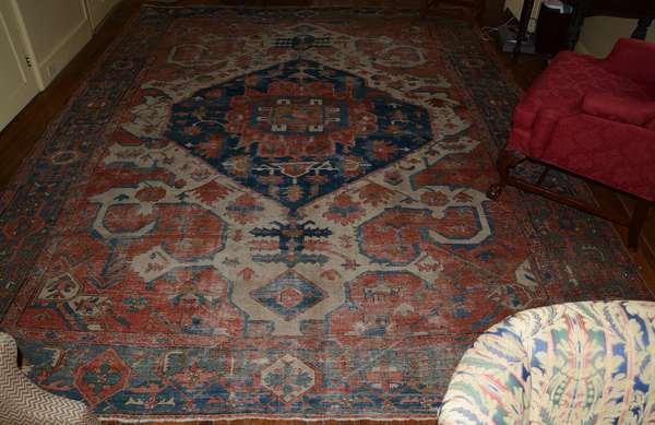 Oriental roomsize Serapi rug, 10'2