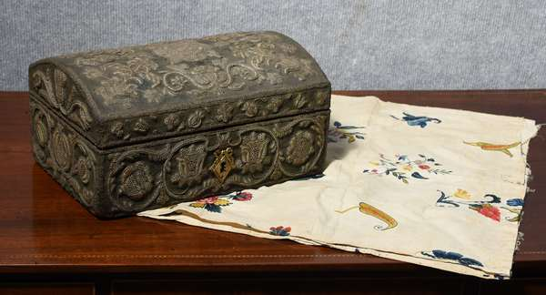 Very early trapunta work dome top box, depicting tulips and vines, 6