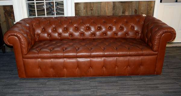 Tufted brown leather Chesterfield style sofa, 91