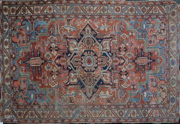 Antique Oriental room size Heriz rug, 10'5 x 7'4