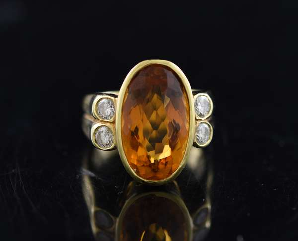 Jewlery - Tested 18k citrine and diamond ring, approx. 17.26 mm x 3.97, size 6.5
