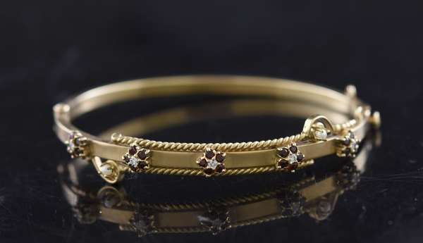 Jewelry - Gold bangle bracelet set with rubies & diamonds, approx. 12.6 grams