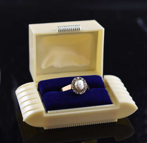 Jewelry - Victorian gold pearl and diamond set ring, pearl size approx. 8.95 mm x 7.3 mm, size 10