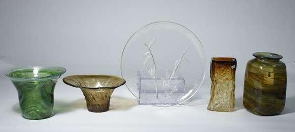 Five Finnish (Finland) art glass pieces, Kalja Aarikka Humppila, Kai Blumquist and Pertti Santalahtl, etc.