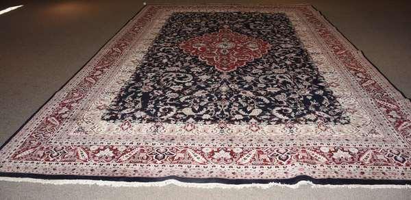 Good palace size/ large roomsize Oriental rug, 12' x 18'