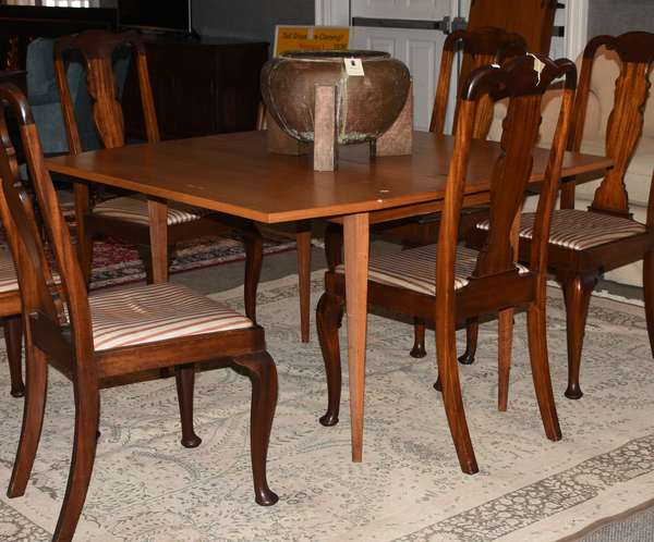 Danish rosewood drop leaf dining table with two leaves and unique oval rosewood inlays, 48