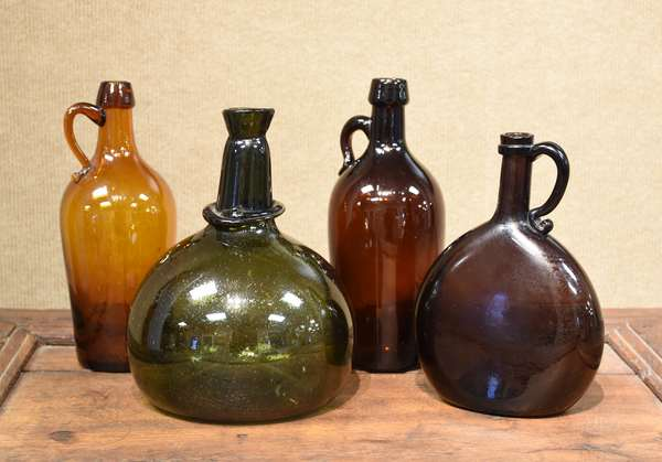 Early bottle lot including onion form blown example along with other blown example and two others, five pieces (477-3)