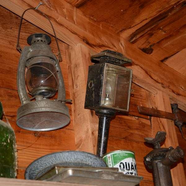 Barn lantern & coach lamp (96-18)
