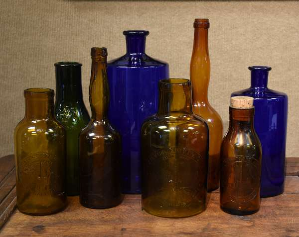 Bottle lot including pickle, alcohol, cobalt, apothecary examples, eight pieces (477-10)