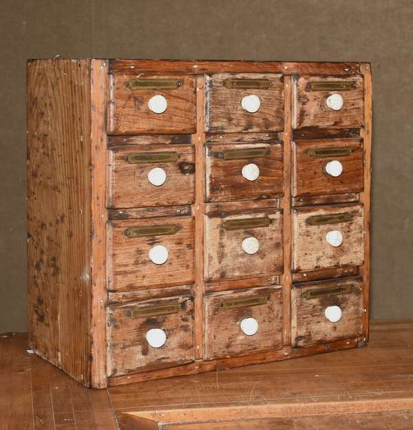Antique dovetailed spice box (105-71)