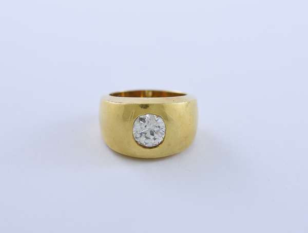 Diamond ring bezel set in a heavy 18k gold setting, old cushion cut, approx. 1.3 ct, 14 grams, size 6.75