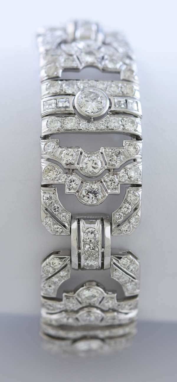 Impressive Art-Deco diamond bracelet with approx. 10 ctw diamonds, 7