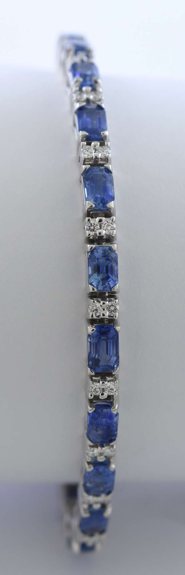 Lovely 18k white gold sapphire and diamond bracelet, approx. 15 ctw emerald cut sapphires and 1.5 ctw diamonds, 8