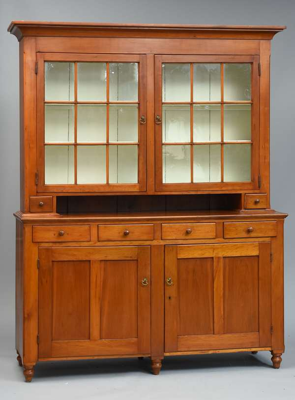 Fine Federal cherry two-part set-back cupboard, early glass door top, ca.1800-1820, 87