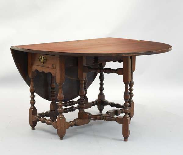 18th C. American walnut gate leg dining table with drawers in both ends, 27.5