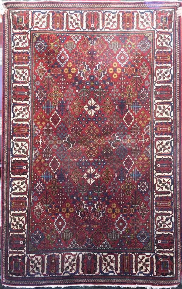 Oriental scatter rug, 4'4