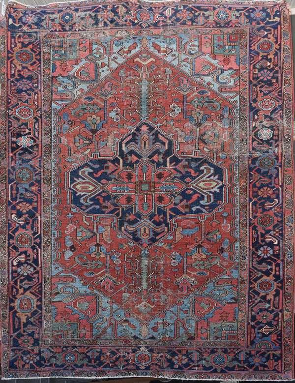 Good antique Oriental room size Heriz rug, 6'8